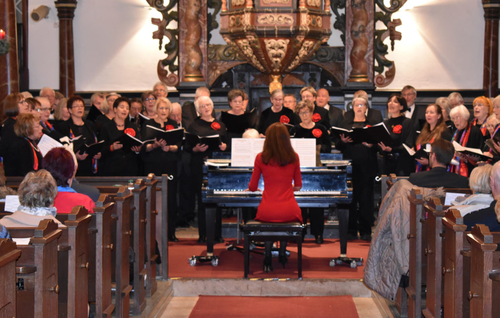 Petra Rützenhoff-Berg leitet den Lüttringhauser Frauenchor. Foto: Peter Klohs
