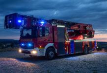 Feuerwehr mit Blaulicht. Symbolfoto.