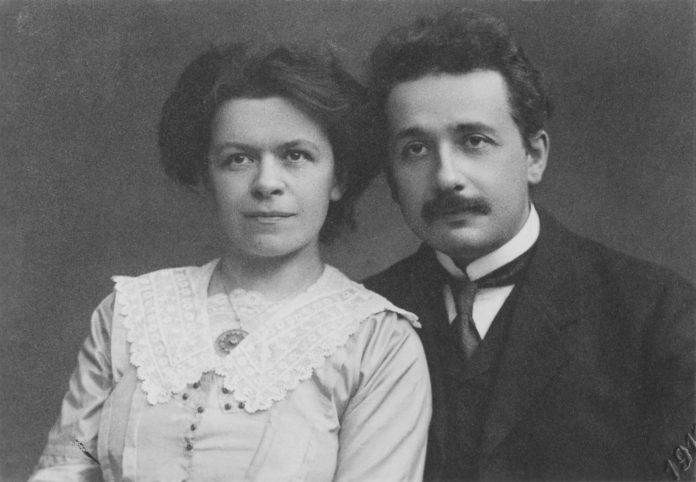 Albert Einstein mit seiner ersten Ehefrau Mileva Marić. Archivfoto gemeinfrei.