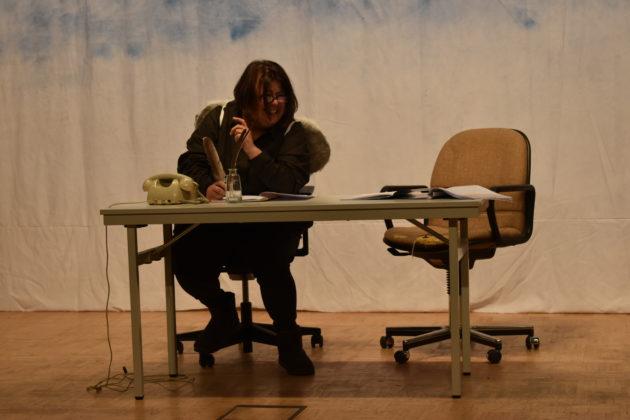 Steph Hoffmann spielt den Engel Hieronymus mit dem richtigen Maß an Pampigkeit. Foto: Peter Klohs