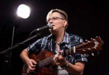 Musik mit Gitarre und Gesang: Anja Franz. Foto: offiziell