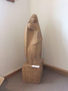 Die moderne Pietà der Holzbildhauerin Johanna Helle. Foto: Johanna Helle
