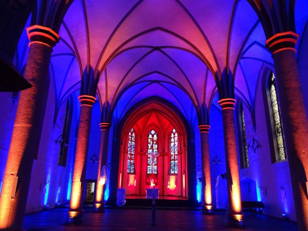 Die illuminierte Kirche St. Bonaventura Lennep 2018. Foto: Helmut Faßbender
