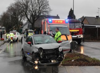 Verkehrsunfall auf der Unterstraße in Wermelskirchen. Foto: Polizei