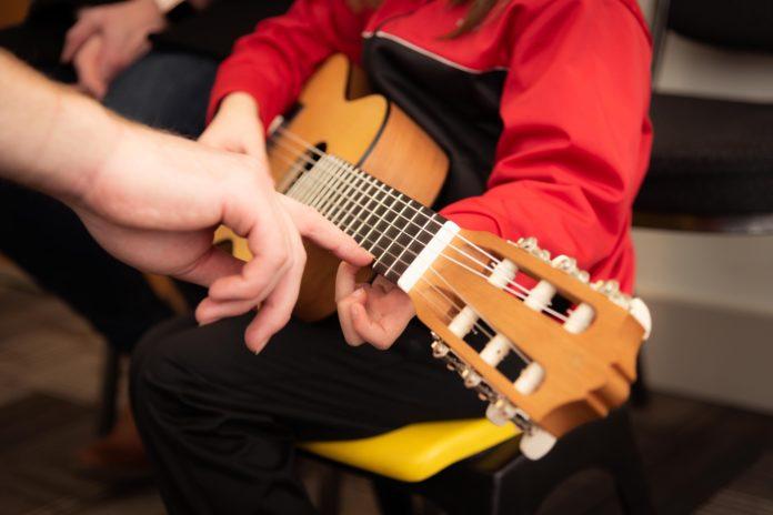 Das Instrumentenkarussell der Musik- und Kunstschule Remscheid richtet sich an Kinder von 6-9 Jahren.