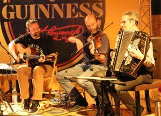 """Die Remscheider Band """"Woodpecker's Green"""" spielt Irish Folk Music. Foto: Miriam Behrens"""