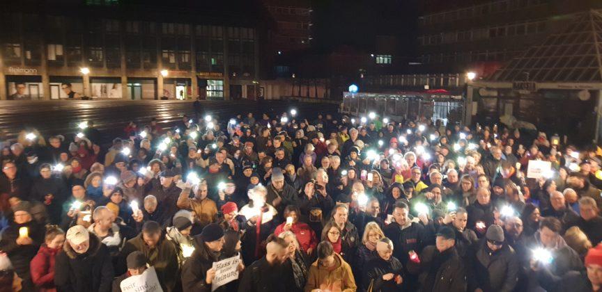 Alle zusammen gegen den Faschismus. WIR sind mehr. Foto: Sascha von Gerishem
