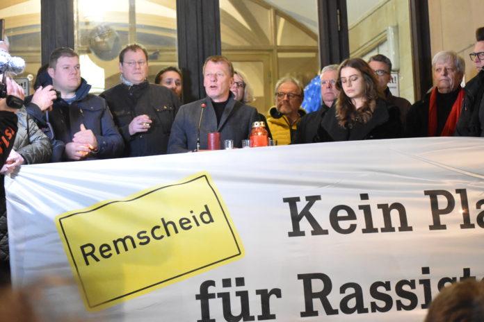 Oberbürgermeister Burkhard Mast-Weisz positionierte sich klar gegen Rassismus. Foto: Peter Klohs