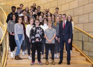 Der SPD-Landtagsabgeordnete Sven Wolf wurde in Düsseldorf von Schüler*innen des Remscheider Gertrud Bäumer Gymnasiums besucht. Foto: Daniel Behmenburg