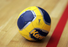 Ein Handball der Größe III. Foto: Armin Kuebelbeck - http://galerie.best4sports.de - my website and my own picture --Kuebi 17:51, 6 January 2007 (UTC), CC BY-SA 3.0, https://commons.wikimedia.org/w/index.php?curid=1533672