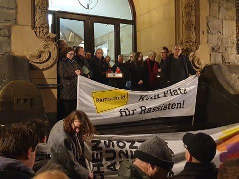 """""""Wir leben hier zusammen, die Demokratie wird triumphieren, dieses Land werdet ihr niemals regiere!"""", zitierte Beatrice Schlieper (GRÜNE) den Obermessdiener. Foto: privat"""