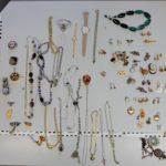 Alle Fundstücke in der Übersicht. Foto: Polizei