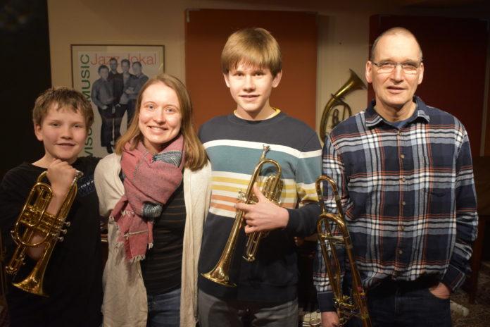 Die Musikalische Familie Kammin aus Lüttringhausen: Marti, Celine, Lino und Jürgen (v.l.). Mutter Antje und Joy fehlen. Foto: Peter Klohs
