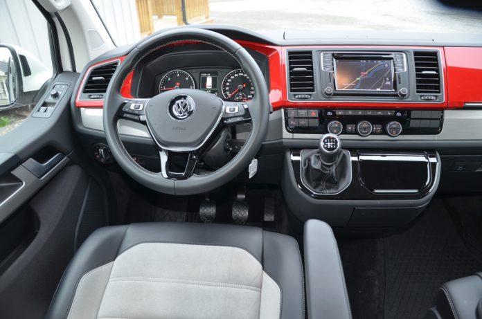 Das Cockpit vom Volkswagen Multivan T6. Foto: Frank Williksen