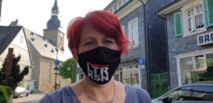 Nicole Dahmen mit Behelfsschutz. Foto: Remscheid.LOVE