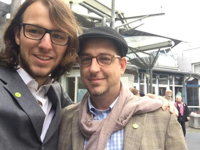 Vincent Amtmann und Sascha Koch haben die Remscheider Lokalgruppe der Seebrücke gegründet. Foto: privat