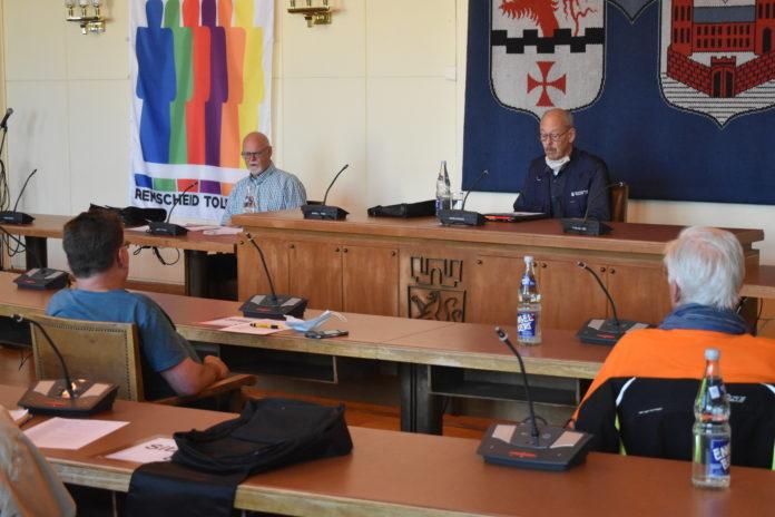 Während der Sitzung des 1. Bürgerbusvereins Remscheid e.V. im Remscheider Rathaus. Foto: Peter Klohs