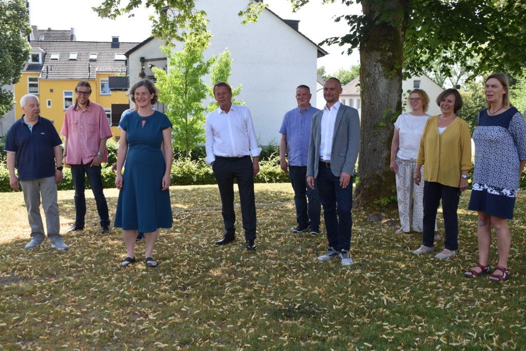 Die Stadtrats-Kandidat*innen der Remscheider Grünen mit Burkhard Mast-Weisz als Oberbürgermeisterkandidaten. Foto: Peter Klohs