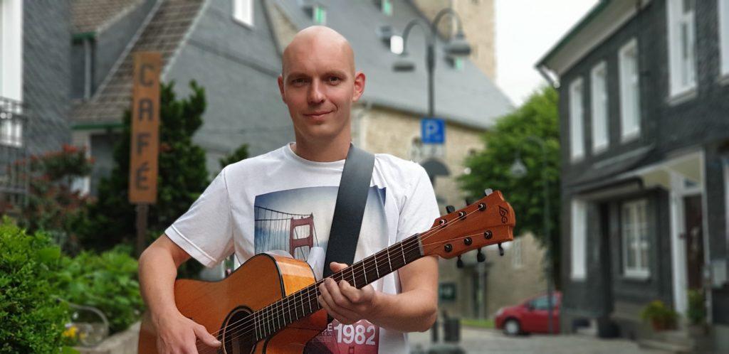 Singer-Songwriter aus Neuss: Kai Steckmann. Foto: Sascha von Gerishem