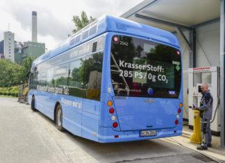 Müll macht mobil: An der städtischen AWG Müllverbrennungsanlage wird über ein Elektrolyseur Wasserstoff gewonnen, der die schadstofffreie Busflotte der Wuppertaler Stadtwerke antreibt. Foto: obs/WSW Wuppertaler Stadtwerke GmbH/Andreas Fischer