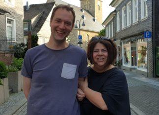 """Steph Hoffmann trifft im neuen Podcast """"Kultur untereinander"""" auf Christian Wüster, Theaterautor, Schauspieler und Vorsitzender der Lüttringhauser Volksbühne. Foto: Sascha von Gerishem"""