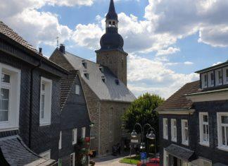 Endlich wieder ohne Baugerüst: Die Evangelische Stadtkirche Lüttringhausen. Foto: Sascha von Gerishem