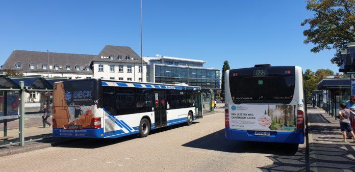 ÖPNV durch die Stadtwerke Remscheid am Friedrich-Ebert-Platz. Foto: Sascha von Gerishem