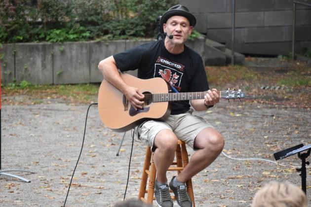 Jochen Wingsch aka Papa Jo's One Man Acoustic Jam. Foto: Peter Klohs