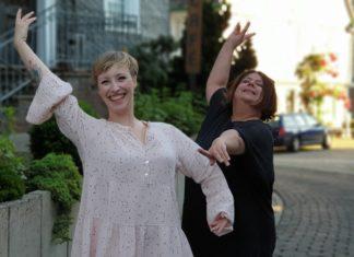 """Steph Hoffmann trifft im neuen Podcast """"Kultur untereinander"""" auf Michèle Bialon, DIE Remscheider Ballettlehrerin und Leiterin der Tanzschule Studio B. Foto: Sascha von Gerishem"""