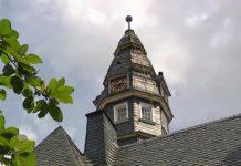Der Turm vom denkmalgeschützten Rathaus Lüttringhausen. Foto: Sascha von Gerishem