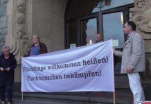 Mahnwache für Moria vor dem Rathaus Remscheid.