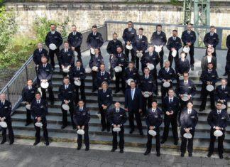 Insgesamt 75 neue Polizeibeamt*innen feierten ihre Vereidigung in der Pauluskirche. Foto: Polizei Wuppertal