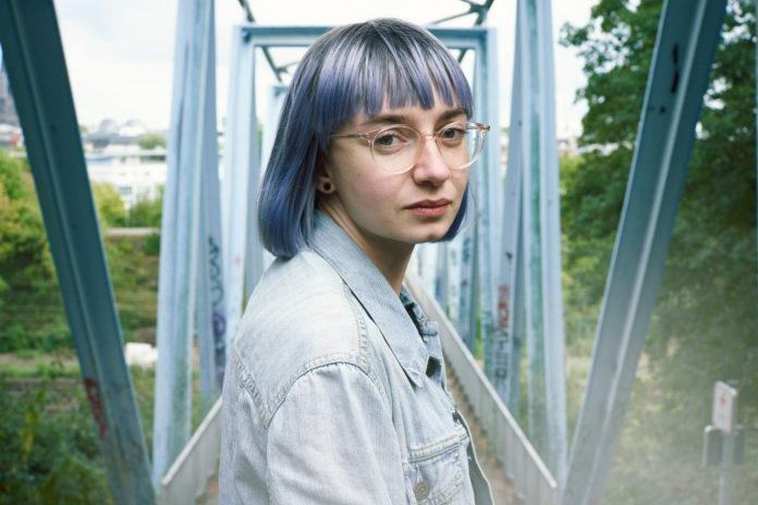 Die mehrfach ausgezeichnete Slam-Poetin Jule Weber. Foto: Marvin Ruppert