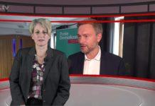 """Nicole Dahmen führt durch """"Die Woche"""", der neuen Nachrichtensendung aus Remscheid, produziert im Lüttringhauser TV-Studio. Screenshot: rs1.tv"""