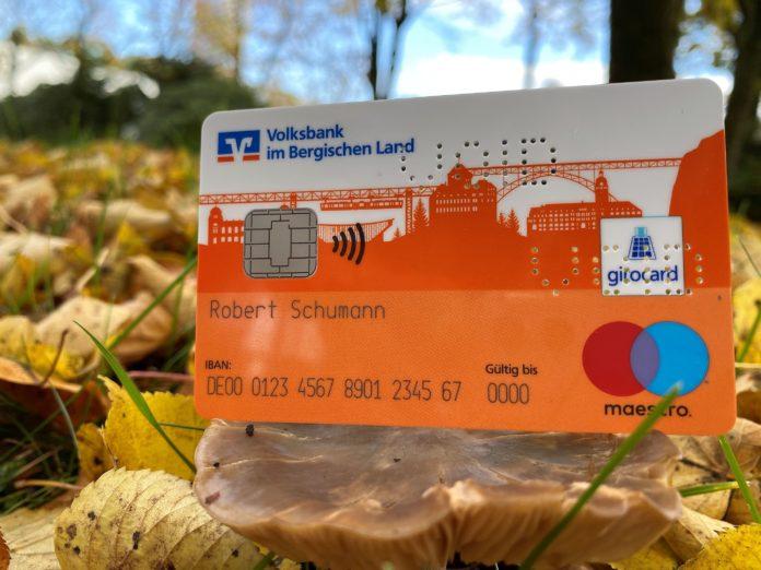 Die neue girocard (Debitkarte) für die Kunden der Volksbank im Bergischen Land – die bergische Skyline zeigt die Verbundenheit mit der Region. Foto: Volksbank