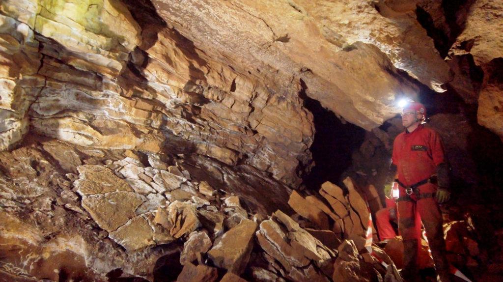 Die 2019 entdeckte Windloch-Höhle bei Engelskirchen. Bild: WDR/Sigurd Tesche