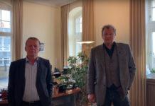 Remscheids Oberbürgermeister Burkhard Mast-Weisz und Krisenstabsleiter Thomas Neuhaus wenden sich an die Bürger*innen. Screenshot: Stadt Remscheid
