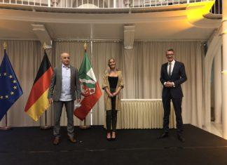 Nach der Verleihung der Rettungsmedaille des Landes NRW im Steigenberger Grandhotel Petersberg: Youcef Aroua, Danja Rath und Sven Wolf (MdL). Foto: Sven Wolf