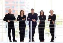 """Das Vokal-Ensemble """"Opella Nova"""" aus dem Ruhrgebiet mit dem Kantor der evangelischen Kirchengemeinde Lennep in der Mitte. Foto: Michael C. Wolf"""