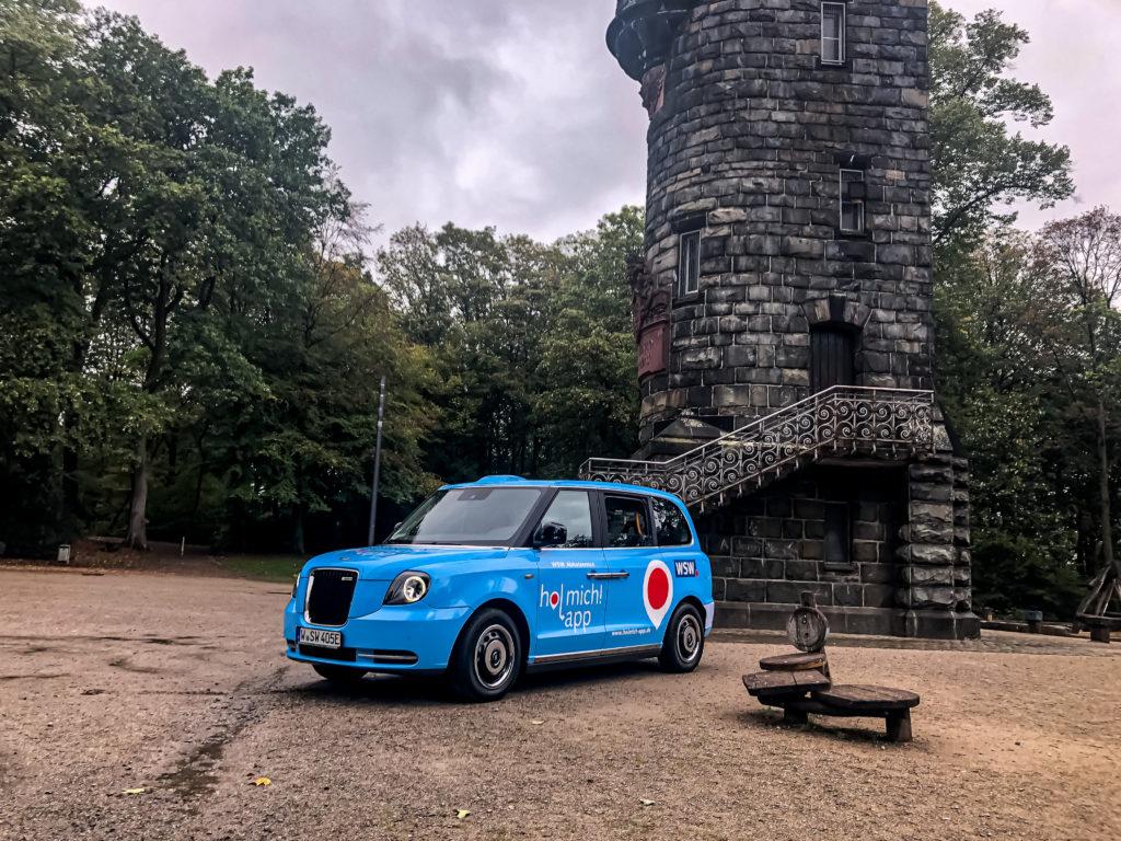 """Die blauen """"WSW Cabs"""" fahren ab Ende Oktober im Wuppertaler ÖPNV auf Bestellung (on demand). Foto: obs/WSW Wuppertaler Stadtwerke GmbH/Jason-Steve Mageney"""