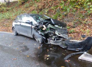Unfallgrund: Uralte Reifen. Foto: Polizei Oberbergischer Kreis