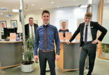 Freuen sich über den Umbau ihrer Filiale in Burscheid und sind bis dahin in Ersatzräumen für die Kunden da (v.l.): Filialleiter Frank Bieber, Jakob Koblischke, Sylvia Harmuth und Jan Schmalenbach. Foto: Volksbank