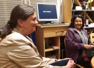 Dr. Gerhilt Dietrich und Erden Ankay-Nachtwein im Lüttringhauser Flair-Weltladen während einer Veranstaltung der SPD Lüttringhausen. Foto: Sascha von Gerishem