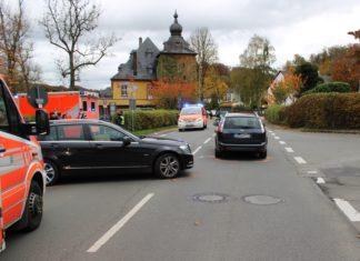 Die Mercedes-Fahrerin übersah beim Abbiegen in Bergisch Gladbach einen Ford. Foto: Polizei RheinBerg