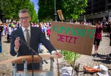 Der SPD-Landtagsabgeordnete Sven Wolf unterstützt die Absenkung des Wahlalters auf 16, um der Jugend mehr Mitspracherecht für ihre Zukunft zu geben. Collage: SvG / Wunderlich