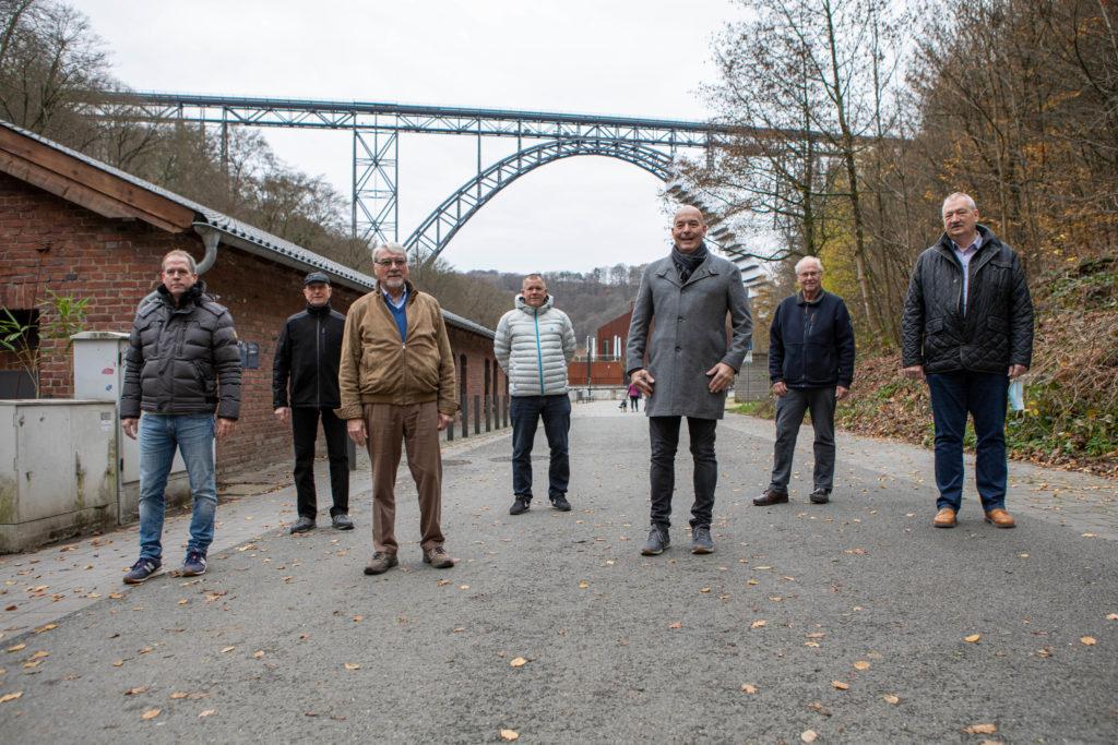 Gründungsmitglieder vom neuen Verein BErgischer Brückenschlag e.V.: Kai Münnekehoff, Wolfgang Dinger, Gerd Münnekehoff, Dirk Reichert, Dirk Herrmann, Wolfgang Müller, Dr. Bernd Kuznik. Foto: Thomas E. Wunsch