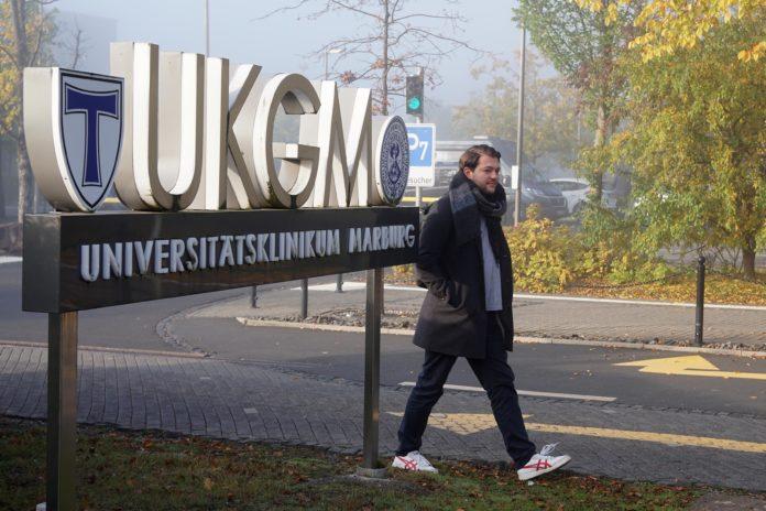 Auf dem Heimweg nach der Nachtschicht: der 25-jährige Gesundheit- und Krankenpfleger Mark M. Foto: obs/ZDF/Christian Schnelting