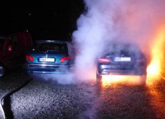 Brandstiftung: In Waldbröl fiel dieser MErcedes den Flammen zum Opfer. Foto: Polizei Oberberg