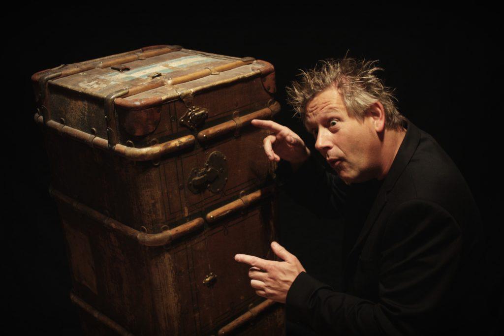 Wen hat Markus Heip wohl in seinem Köfferchen versteckt? Foto: Markus Heip