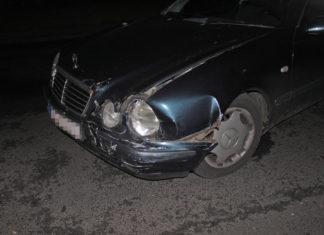 Schäden an dem Mercedes Benz. Foto: Polizei Mettmann